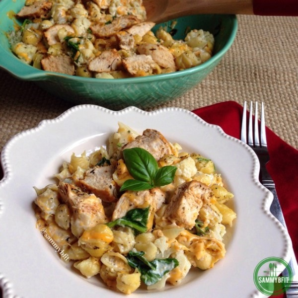Creamy Cajun Chicken Mac and Cheese | www.withpeanutbutterontop.com