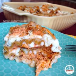 Buffalo Chicken Lasagna Rolls - an easy, healthy and delicious alternative to traditional lasagna! #healthy #buffalochicken #buffalo #lasagna #pasta | https://withpeanutbutterontop.com