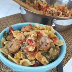 Cheesy Chicken Sausage Pasta | www.withpeanutbutterontop.com