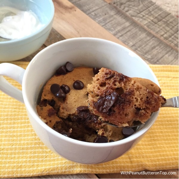 Chocolate Chip Pumpkin Mug Cake | www.withpeanutbutterontop.com