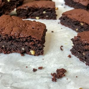 Skinny DoubleChocolate Walnut Brownies - crispy on the outside, fudgy on the inside. Just like a brownieshould be! These are the ultimate brownies when it comes to being low-calorie, super chocolatey, and easy to make. #brownies #chocolate #desserts #healthy | https://withpeanutbutterontop.com