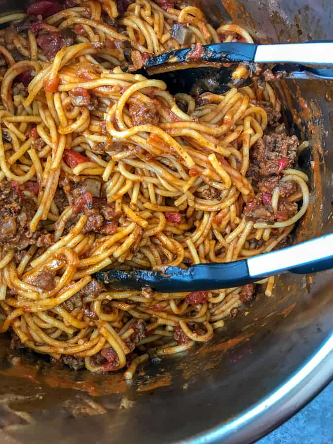 Easy Instant Pot Spaghetti - a super simple and flavorful spaghetti that comes together in about 30 minutes in one pot: meat, pasta, marinara and all! #easyrecipes #dinners #instantpot #spaghetti | https://withpeanutbutterontop.com