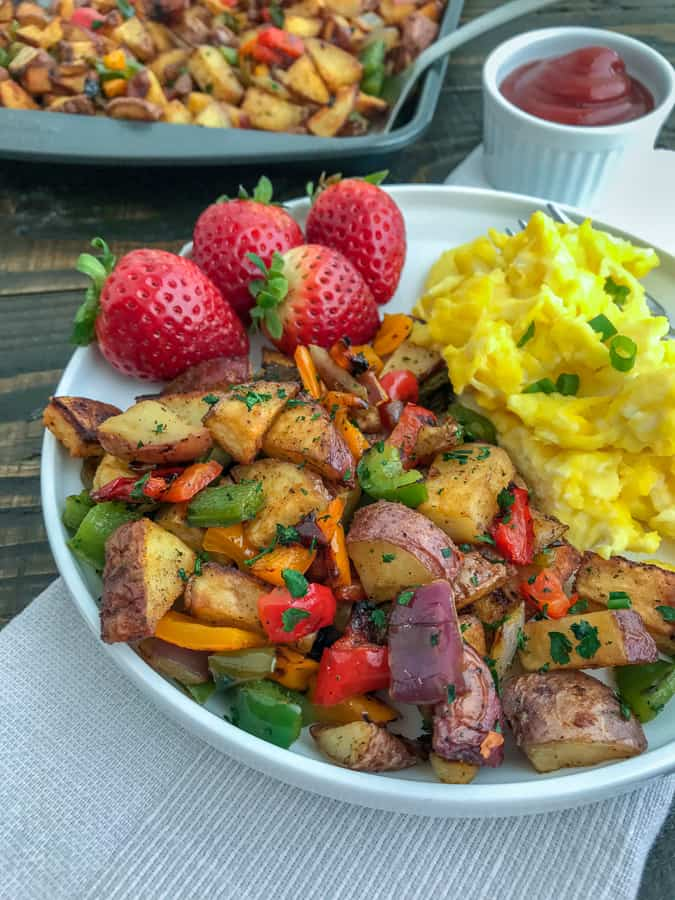 Easy Sheet Pan Breakfast Potatoes - the best and easiest way to make breakfast potatoes at home! Freezer-friendly and great for meal prepping! #breakfast #sheetpanrecipes #sheetpanmeals #sidedish #mealprep #freezerfriendly | https://withpeanutbutterontop.com