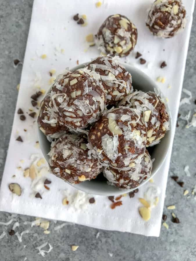 No-Bake Almond Joy Bites are the perfect snack that is easy to make, great for meal prepping and on-the-go, and help curb sweet tooth cravings without the guilt! #proteinballs #nobake #mealprep #almondjoy   https://withpeanutbutterontop.com