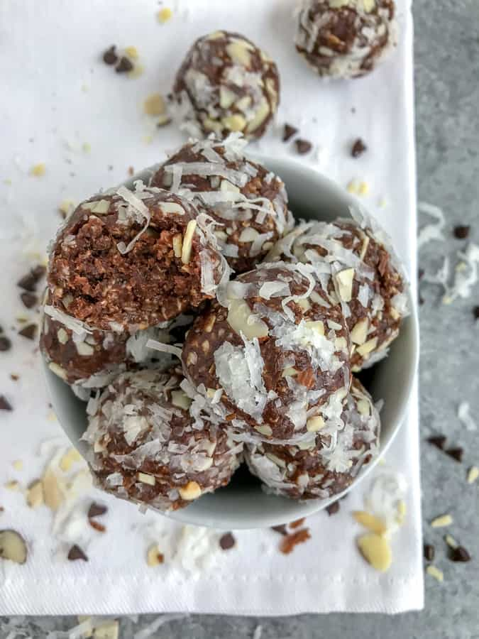 No-Bake Almond Joy Bites are the perfect snack that is easy to make, great for meal prepping and on-the-go, and help curb sweet tooth cravings without the guilt! #proteinballs #nobake #mealprep #almondjoy | https://withpeanutbutterontop.com