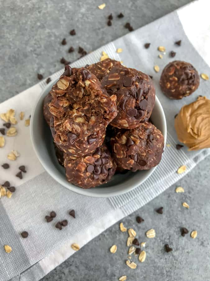 No-Bake Double Chocolate Peanut Butter Bites - a quick and simple treat that comes together in 10 minutes, is perfect for kids, and great for grabbing on the go! Chocolate, peanut butter, and oatmeal! #mealprep #oatmealbites #energybites #chocolate #peanutbutter   https://withpeanutbutterontop.com