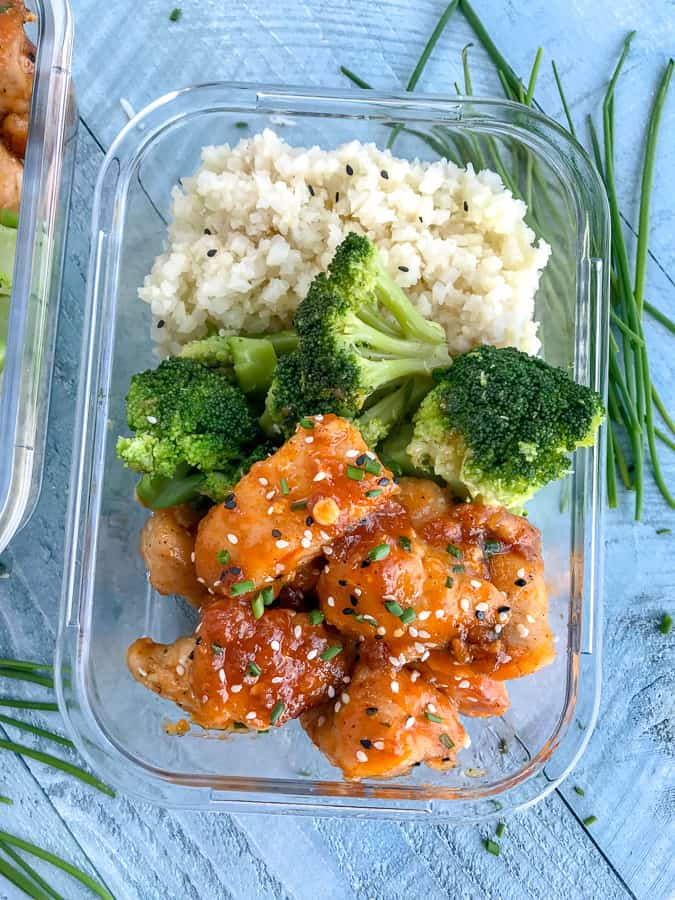 Sweet Sriracha Chicken Bowls - Chicken that is juicy, tender and coated in a sweet and spicy sticky combination of honey and sriracha. Everything comes together in 30 minutes and makes for the perfect dinner or meal prep option! #mealprep #sweetsriracha #sriracha #chicken | https://withpeanutbutterontop.com