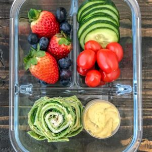 Turkey Pinwheel Meal Prep - done 2 ways! Very easy to make, come together quickly, and great for school or work lunches! Guaranteed to be kid-friendly and a staple meal prep recipe in your kitchen! #mealprep #turkeypinwheels #pinwheels #healthylunches   https://withpeanutbutterontop.com