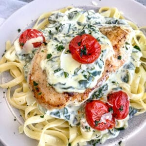 Creamy Chicken Florentine is the perfect date night recipe! The creamy spinach sauce is full of flavor, comes together in one pan, and is perfect served over pasta or rice! #chickenflorentine #creamyspinach #datenight #onepanrecipes | https://withpeanutbutterontop.com