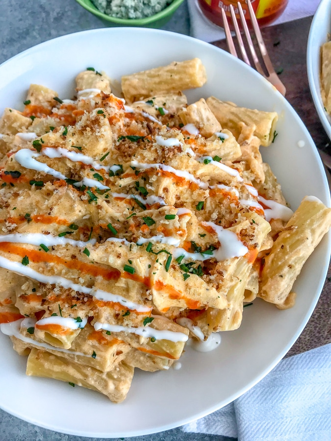 A combination of two amazing things: Buffalo Chicken + Macaroni & Cheese! If you have yet to combine buffalo chicken with pasta, then what are you waiting for?! Try this recipe! #pasta #buffalochicken #macaroniandcheese